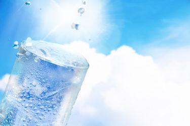 【経口補水液の作り方】旅行中の疲れを軽減!お茶や水はNG?上手に水分補給をして、暑い夏を楽しく乗り切りましょう。