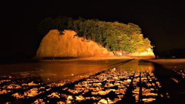 「秘密の島」小豆島のエンジェルロードに禁止看板が。潮が引いた時だけ現れる道を渡れた人は願いが叶うわ。