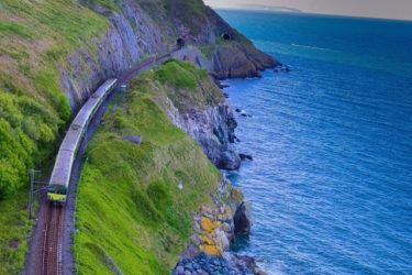 すごいところに来てしまった。【アイルランド】緑と海の超穴場、絶景の断崖クリフ・ウォークでハイキングを。