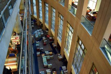 【バンクーバー図書館】美しき世界の図書館の魅力に取り付かれる!美しきコロッセオ内の設備が快適すぎてヤバい。