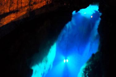 【龍泉洞の地底湖へのアクセス】日本にもこんな場所が!神秘的なドラゴンブルー