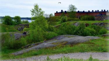 スオメンリンナ島 – バルト海を見渡す水辺の要塞 -【フィンランドでハイキング観光】