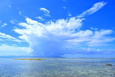 【竹富島の観光】石垣島から離島フェリーで行く素朴で温かな沖縄の原風景